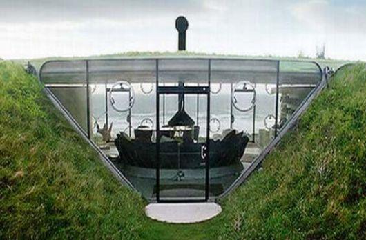 Underground home on welsh coast cierra for Malator underground eco house